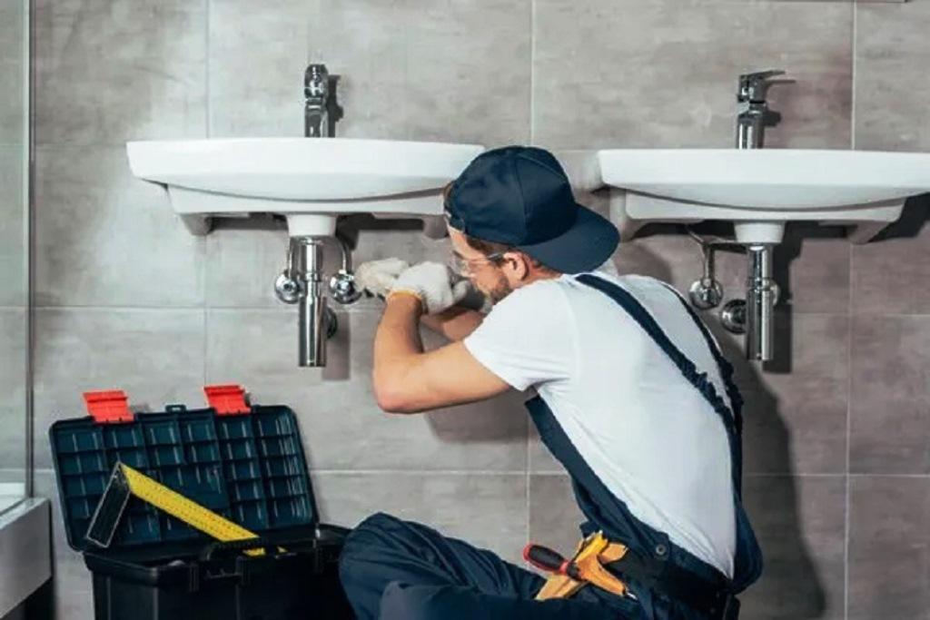 clogged-bathtub-and-sink-two-secret-enemies